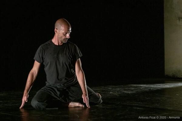 Giuseppe-Muscarello-Inequilbrio-2020-foto-di-Antonio-Ficai