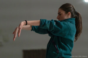 Sara Sguotti, danzatrice attiva nella scena contemporanea e ospite ad Armunia, lavora su un nuovo progetto artistico